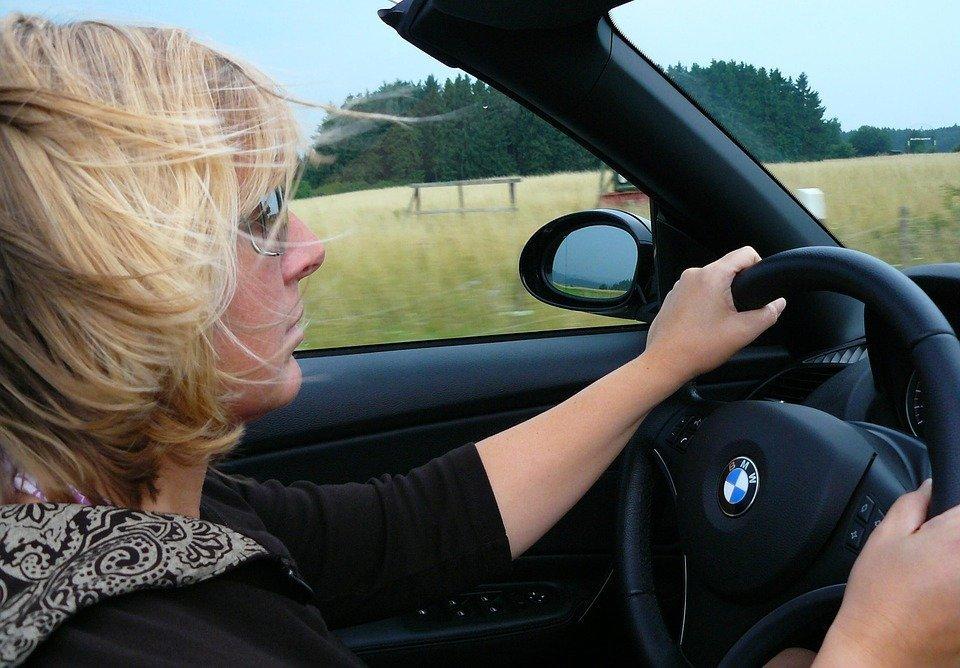Costo assicurazioni Sardegna, le donne pagano di più