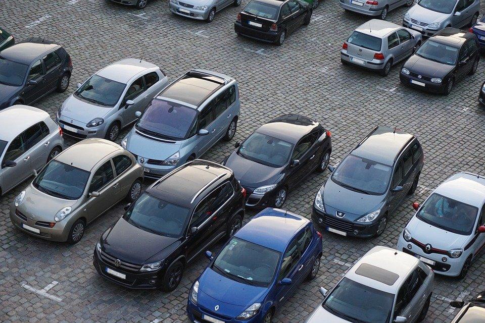 Beni assicurati, in Italia spiccano auto e moto